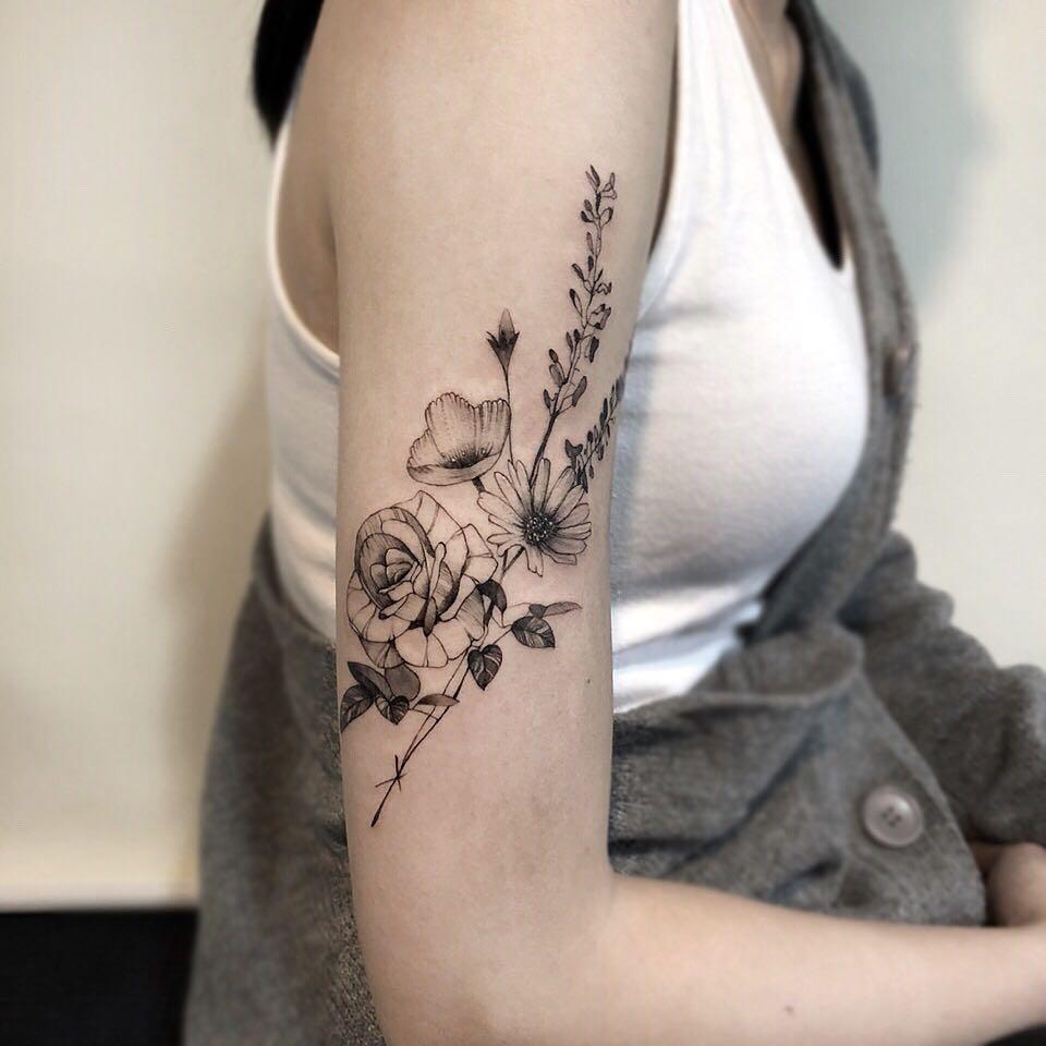 荷花鲤鱼纹身手稿         大臂英文字纹身图案 其他相关